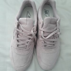 New Balance Pale Pink Sneakers